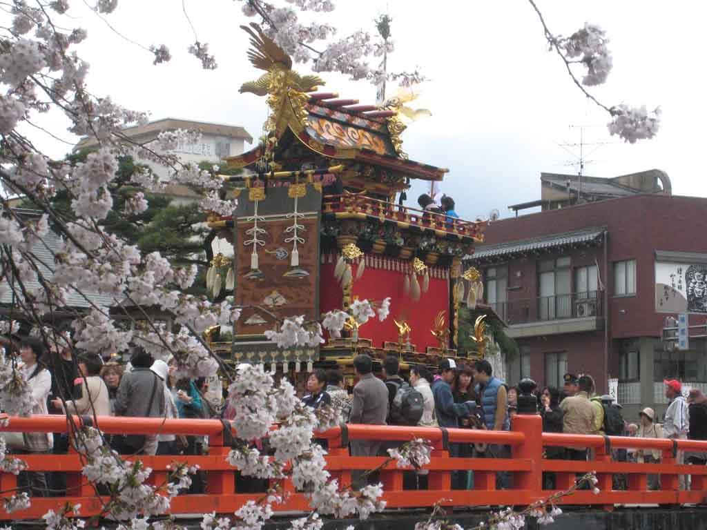 【4/14・15、10/9・10】高山祭